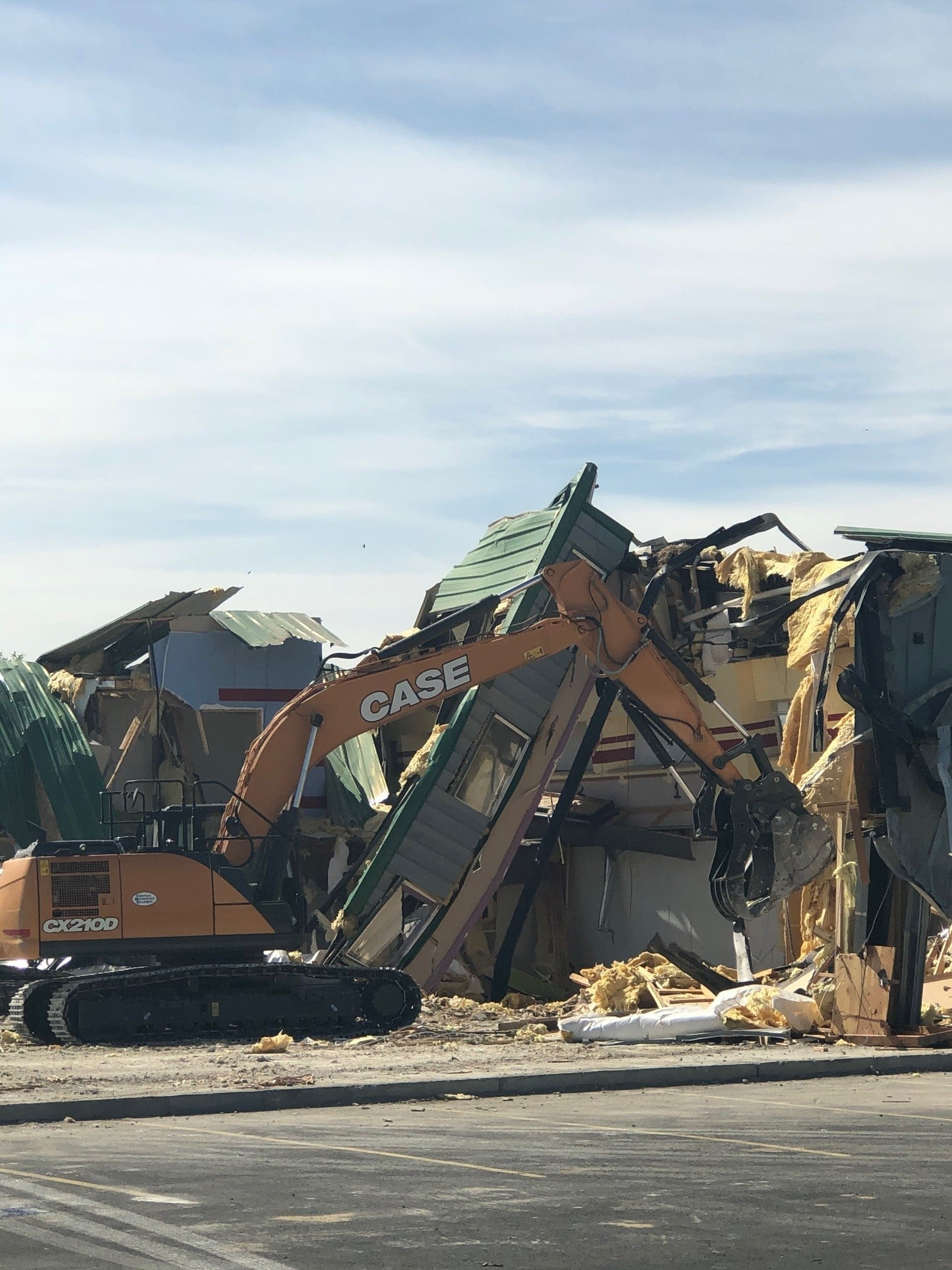 Old Larson Recreation Center being torn down